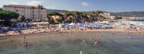 Spiaggia libera attrezzata al Mappamondo
