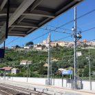 Veduta di Diano Castello dalla stazione di Diano (Ph. Giuliano Tavernelli)